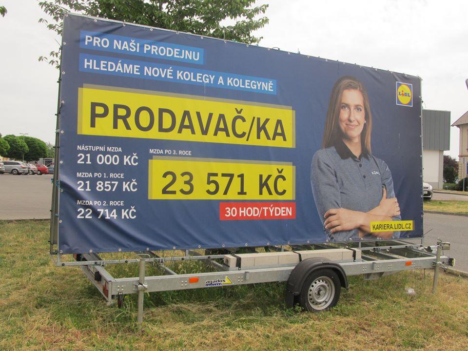 Řetězec Lidl v něm láká prodavače na minimální mzdu 21 tisíc korun