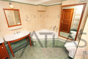 Nice bathrooms - Duplex Apartment for rent 3 bedrooms, 239m2, Praha 2 - Vinohrady, Chorvatská str.