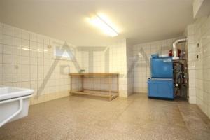 Pronájem prostorné vily 8+1, 473m2, bazén, sauna, dvougaráž, Praha 6 – Lysolaje