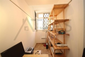 Menší pokoj s kancelářským stolem pro počítač - Pronájem bytu 2+1 Praha 1 - Hradčany, Loretánské náměstí