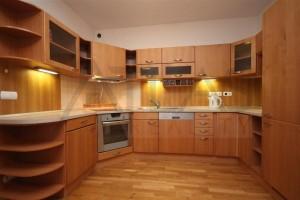 kuchyňský kout - Pronájem bytu 2+kk, 66 m2, Tibetská, Praha 6