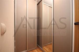 šatna s vestěvěnými skříněmi - Pronájem bytu 2+kk, 66 m2, Tibetská, Praha 6 Červený Vrch