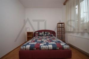 ložnice s manželskou postelí - Pronájem bytu 2+kk, 66 m2, Tibetská, Praha 6