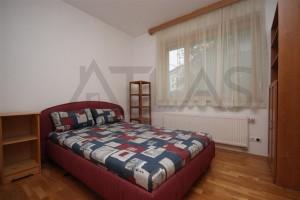ložnice s manželskou postelí - Pronájem bytu 2+kk, 66 m2, Tibetská, Praha 6 Červený Vrch