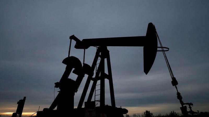 Ceny ropy na světových trzích klesají