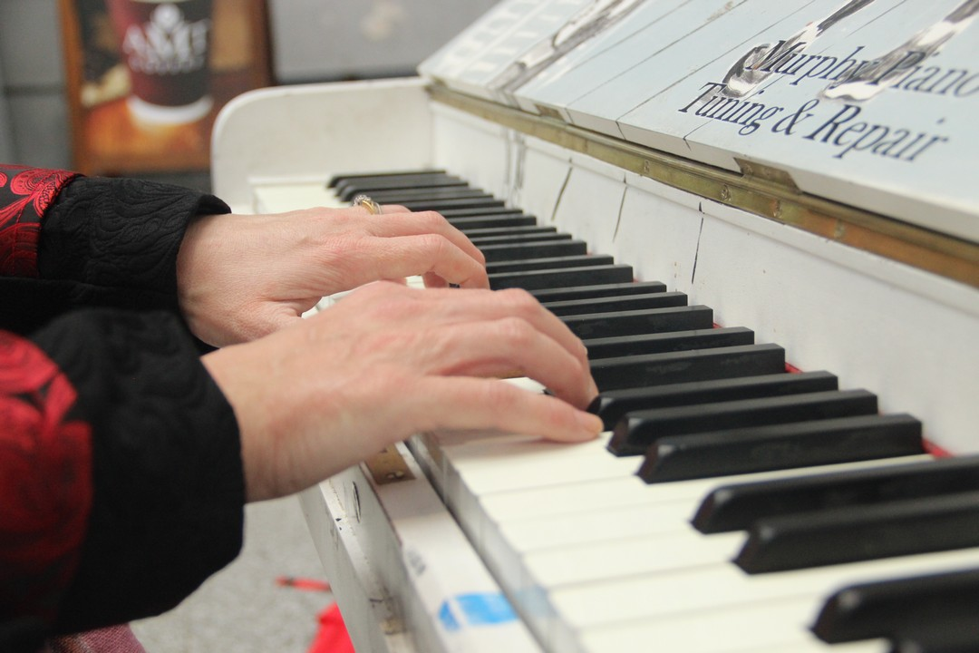 song on piano on Heuston Railway station Dublin and white piano on which everybody can play