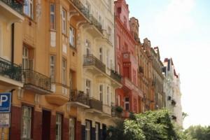 Správce odpovídá za závazky vlastníků bytů a NBP, vzniklé při výkonu správy, až do výše splacených úhrad za plnění nebo do výše zůstatku FOU v příslušném domě