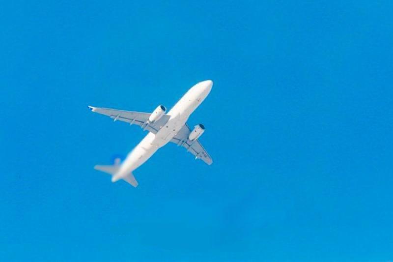 Kanada rozšiřuje mezinárodní cestovní omezení, aby zastavila šíření COVID-19