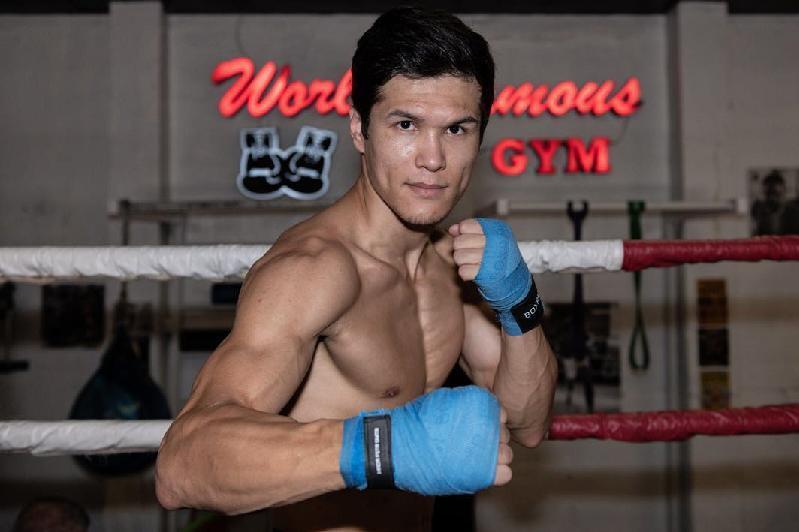 Kazachstánský profesionální boxer Daniyar Yeleussinov