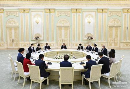 Mirziyoyev hostí delegaci jihokorejského Národního shromáždění