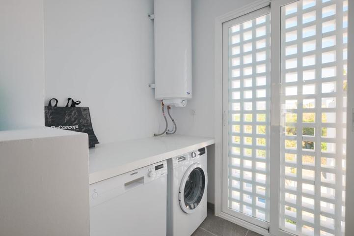 prádelna s automatickou pračkou a bojlerem Rekreační dům na prodej Costalita Španělsko, Rekreační dům na prodej v Costa del Sol Španělsko